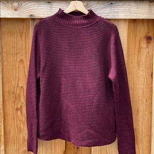 Short turtleneck loose sweater with an open back